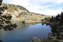 Llegando a la salida de aguas del lago Gémena de Baix.