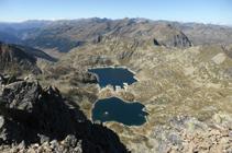 Los lagos de Juclar desde la cima de Escobes.
