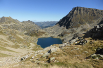 Espectaculares vistas del lago del Alba y del pico del Alba desde el collado.