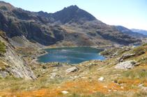 El lago Segon de Juclar y el pico de Siscaró.