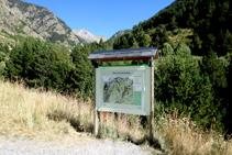 Panel explicativo de la Ribera de Sant Martí en el Parque Nacional de Aigüestortes y Estany de Sant Maurici.