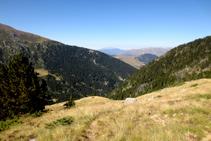 Vistas al SO: bosque de Moró y Turbón al fondo.