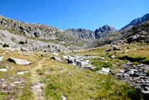A pocos metros de llegar al primer lago, el pico del Pessó nos da la bienvenida.