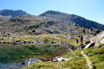 Lago inferior del Pessó, al fondo pico del Pessó Petit.