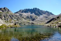 Lago superior del Pessó, al fondo pico del Pessó.