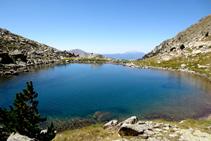 Paseamos un poco por la orilla del lago para tener otras perspectivas del lago y del entorno.