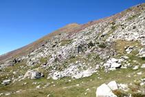 Perspectiva del Tuc dels Carants desde el lago superior del Pessó.