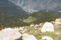 El evidente claro con el pueblo de Encamp al fondo del valle.