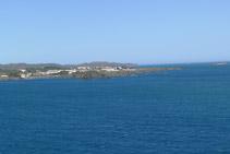 Punta septentrional (N) de la bahía de Cadaqués desde el faro de Cala Nans.