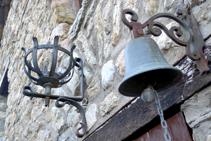 Muchos elementos de forja en el vecindario de la Roca.