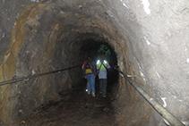 Túnel excavado en la roca.
