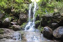 Las muchísimas cascadas que encontramos son uno de los puntos fuertes de esta ruta.