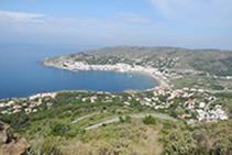 Vistas del Puerto de la Selva durante la ascensión al monasterio de Sant Pere de Rodes.