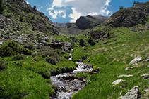 El arroyo del refugio de Claror.