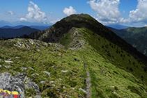 Seguimos la cresta de la sierra de Enclar hasta el Bony de la Pica.
