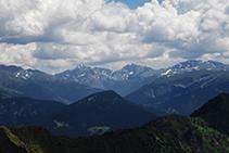 El pico de Escobes y las montañas de las cabeceras de los valles de Ransol y de Incles.