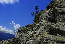 Cadenas en la roca.