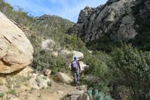 Avanzamos ahora por la vertiente occidental del Rec de Sant Onofre.