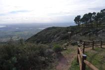 Tomamos el camino que sale desde el extremo S del área del Mas Ventós.