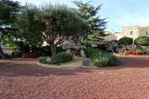 Plaza del Dolmen, en Capmany.
