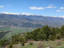De izquierda a derecha: la Carabassa (2.713m), el Puigpedrós (2.913m) y el Puig Farinós (2.613m).