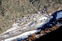 El pueblo de Ainet de Besan desde el mirador de las Fargues.