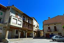 Salimos de la plaza Josep Roca por la calle Frederic Ribó.