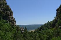 Vistas de la llanura de Oliana desde el barranco de la Font Viva.