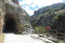 Mirador de la Foz y entrada al primer túnel.