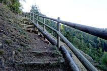 Camino arreglado sobre las rocas de la mina.