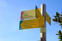 Poste indicador del inicio de la ruta en en Hostalnou de Bianya.