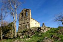 Campanario de espadaña de Sant Miquel del Mont.