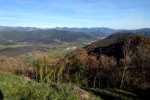 El valle de Bianya con el Bassegoda al fondo.