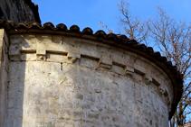Detalle del ábside de Sant Andreu del Coll.