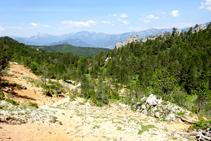 Vistas del Pedraforca y la sierra del Cadí camino al Juego de Pelota.