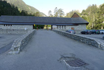 Edificio y aparcamiento de Pont d´Espagne.