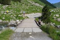 Puente a través del cual cruzamos hacia el margen occidental del valle de Gaube.