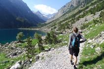 Rodeamos el lago de Gaube por su margen occidental (O).