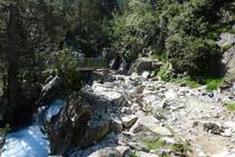 Puente a través del cual recuperamos el lado oriental (E) del valle.