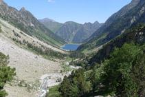 Vista del valle de Gaube y del lago de Gaube (N) desde la cascada de Esplumouse.