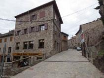 Calle principal de Castellar de n´Hug.