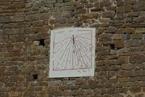 Reloj de sol en la iglesia de Santa Maria de Les Lloses.