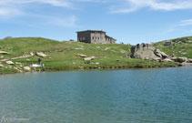 Lago y refugio de Pombie, una zona muy transitada por familias montañeras.