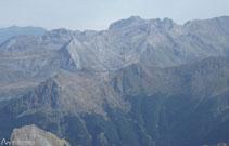Gozamos de vistas de la estación de esquí de Artouste con su popular tren turístico.
