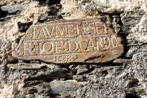 Inscripción en una piedra de la iglesia.