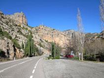 Área de descanso de la Font de la Figuereta, a la derecha de la carretera subiendo por la N-260.