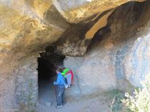 Entrando en la cueva de la Serpent.