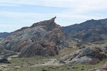 Nos acercamos a la roca conocida como S´Àliga (el Águila).