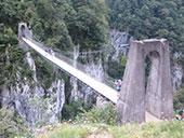 La pasarela de Holzart� y las gargantas de Olhadubi