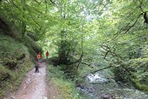 El camino transcurre en todo momento por el margen derecho orográfico del río.